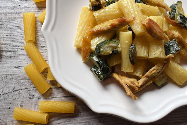 Tortiglioni con zucchine e pollo arrosto